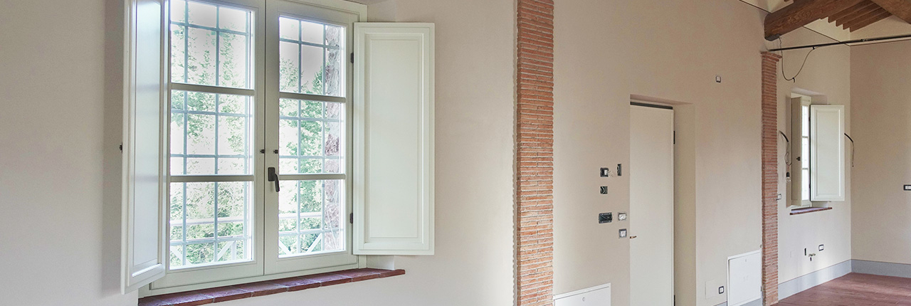 finestra in legno laccata