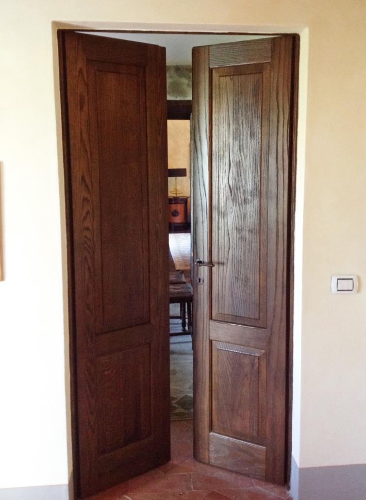porta in legno sabbiato